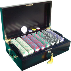 Mahogany Varnished Wood Case, 600 Casino Pro Chips, 100% Plastic Compass Cards, and Four Poker Buttons
